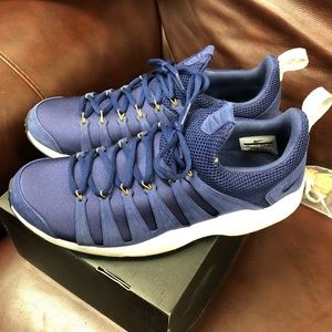 Used men's Nike spirimic shoes Great condition!!!